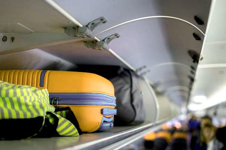 Италия: запрет на использование подвесных полок для ручной клади в самолетах