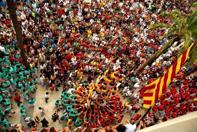 Фестиваль. Человеческие башни в пригороде Барселоны