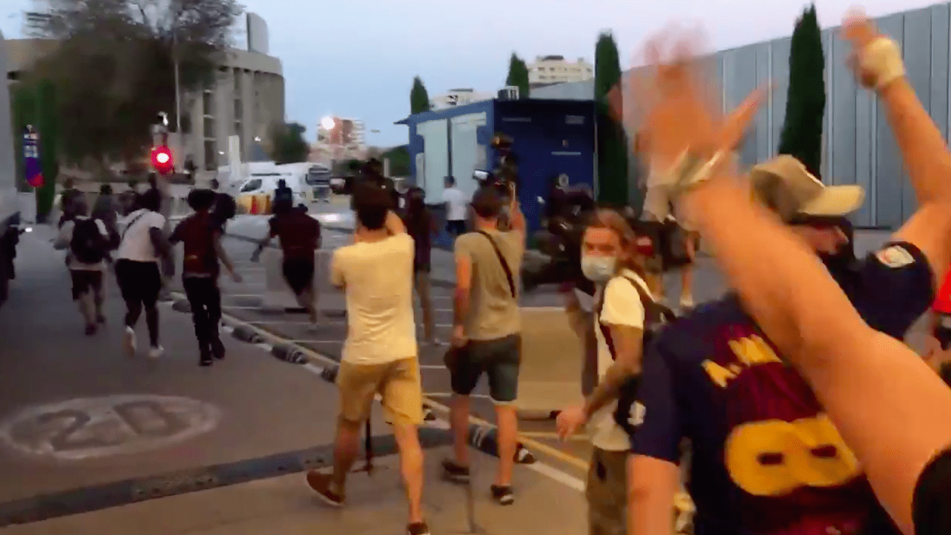 Фанаты «Барсы» прорвались на территорию стадиона «Камп Ноу»