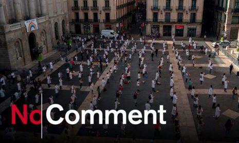 Барселона. Полуголый протест испанских медиков
