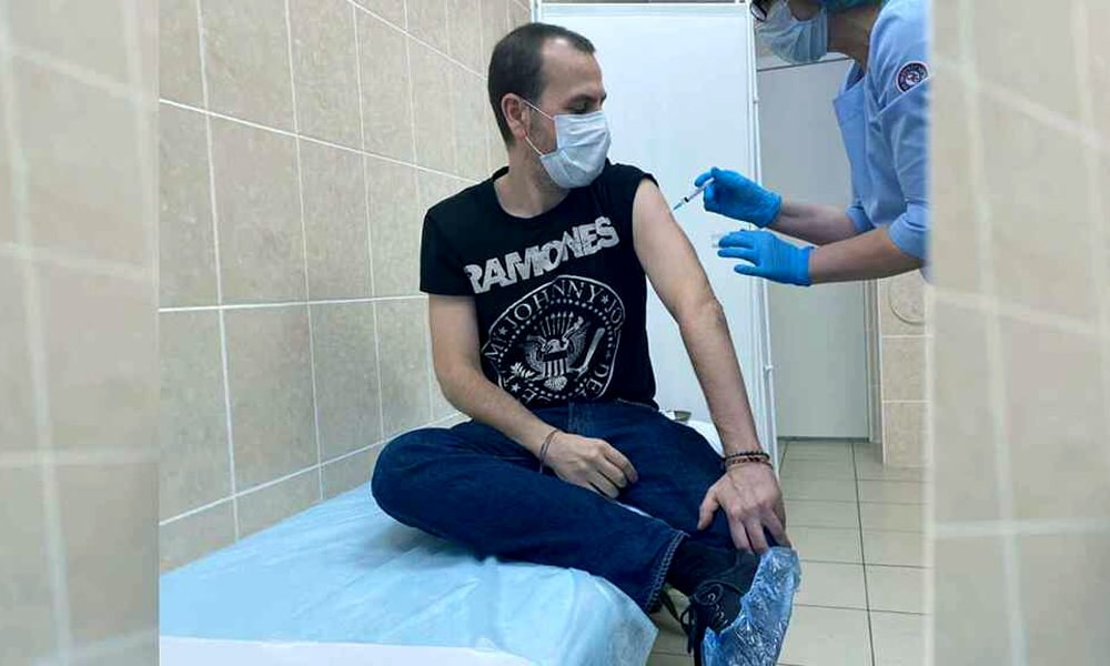 Испанец испробовал на себе русскую вакцину от коронавируса