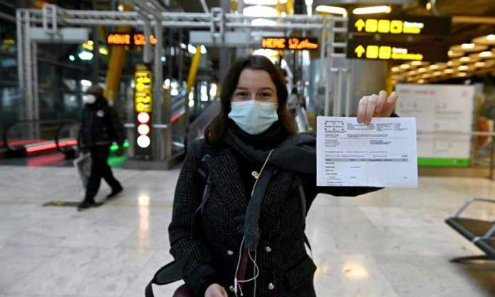 Испания начала требовать в аэропортах результаты ПЦР-тестов