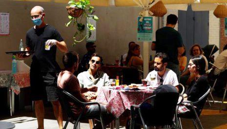 В Каталонии открываются бары и рестораны