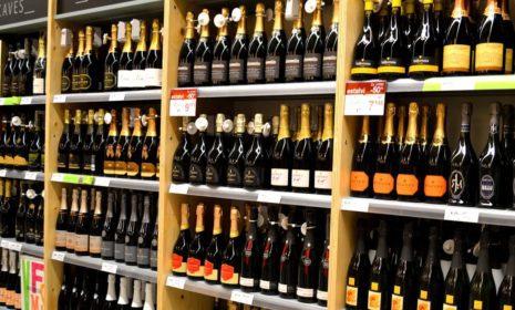 Стоите перед витриной и хотите выбрать красное вино?