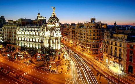 Какие три страны сейчас обеспечивают турпоток в Испанию