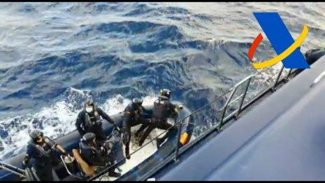 У Канарских островов задержали судно с грузом гашиша