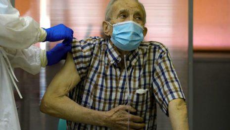 Мадрид хочет вакцинировать 50 000 человек с сегодняшнего дня до понедельника людей старше 80 лет