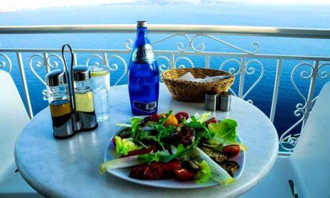Греция первой из европейских стран откроется для туристов