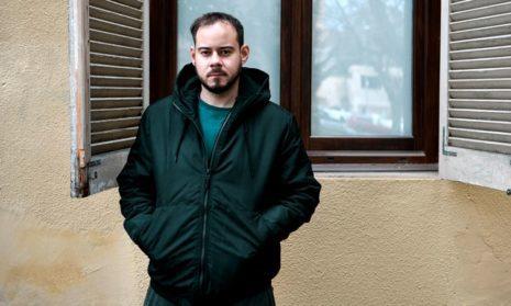 Испанский рэпер забаррикадировался от полиции
