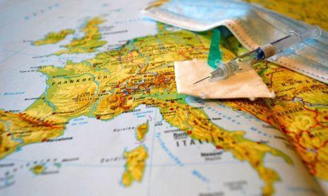 Три страны Европы решили отказаться от карантина для вакцинированных туристов