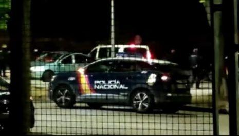 Мужчина напал с топором на полицейский патруль в Испании
