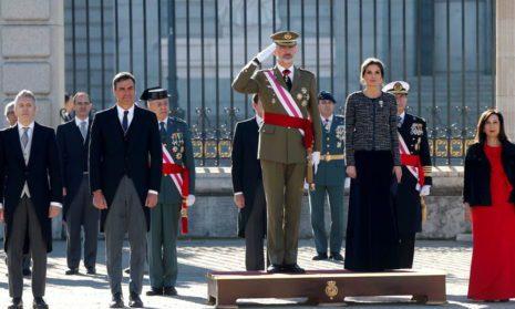 Король Испании принимает последних солдат из Афганистана после 19-летней миссии