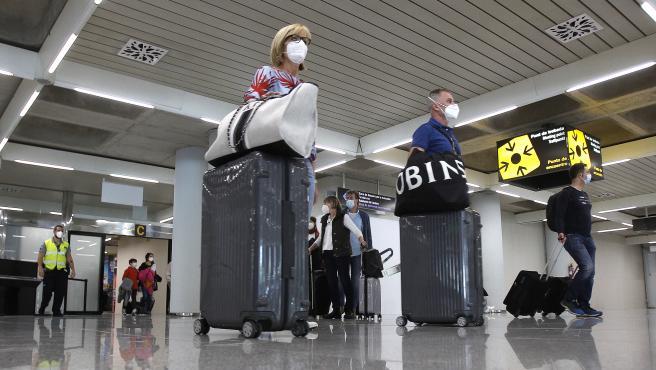 Британским туристам понадобится отрицательный результат ПЦР или вакцинация для въезда в Испанию