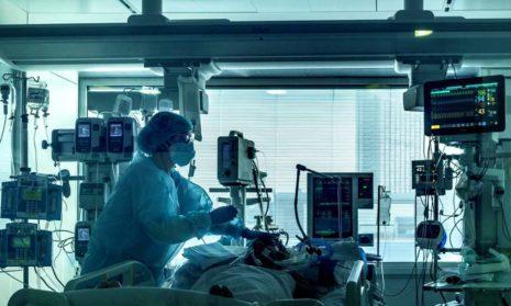 Несколько молодых людей до 25 лет поступили в отделение интенсивной терапии из-за коронавируса