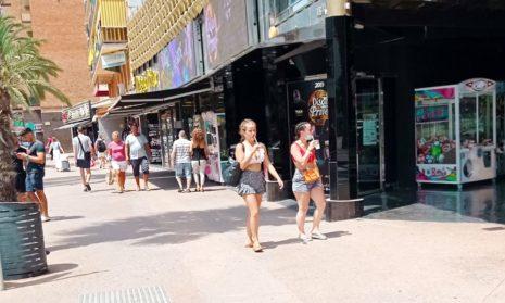США советуют не ездить в Испанию из-за пандемии, а также предупреждают о «терроризме и гражданских беспорядках»
