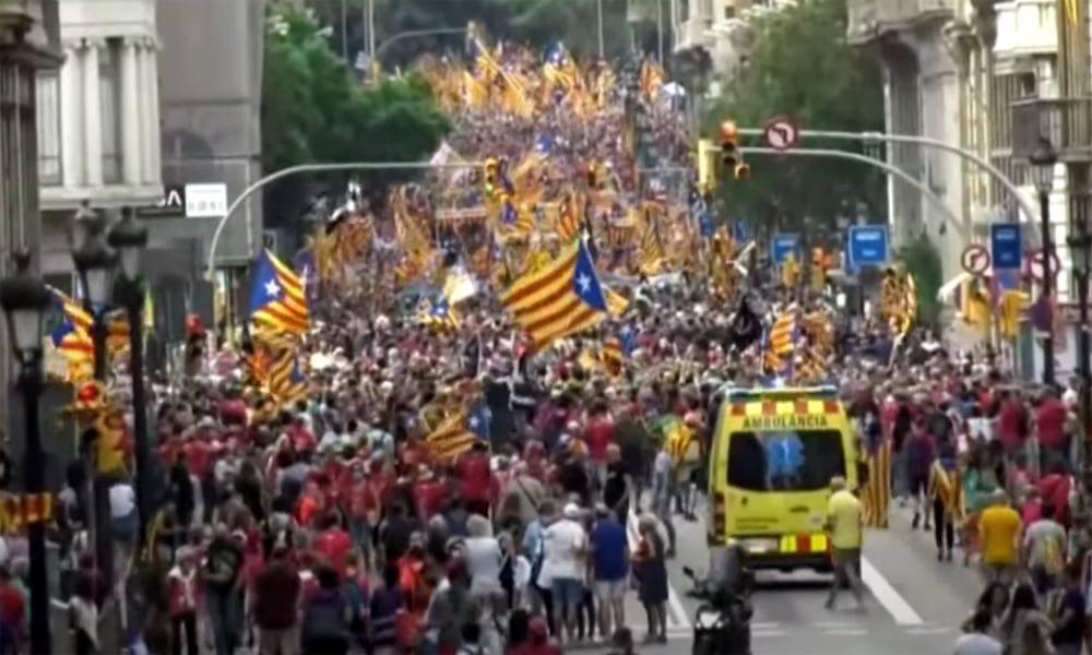 Сторонники независимости Каталонии снова вышли на улицы