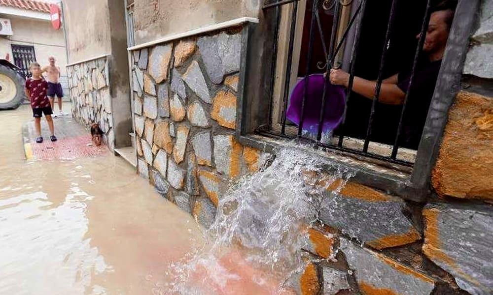Ураган Dana в Испании: сильный дождь, тысячи ударов молнии и разрушения